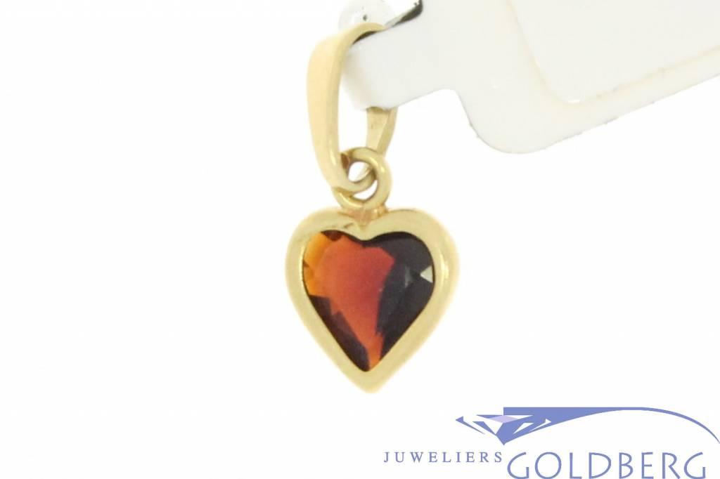 Vintage 14 carat gold pendant with heart-shaped garnet