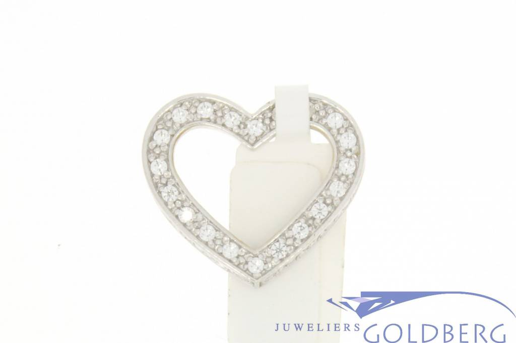 Vintage 18 carat white gold heart-shaped pendant with zirconia