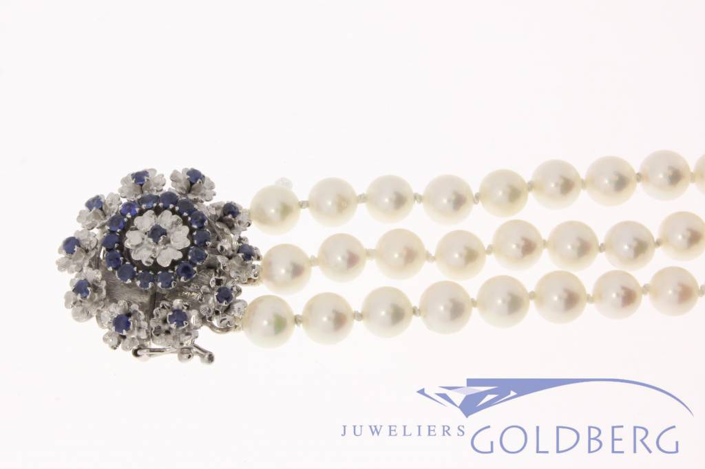 Vintage 3-row pearl bracelet with 18 carat white gold & blue sapphire lock