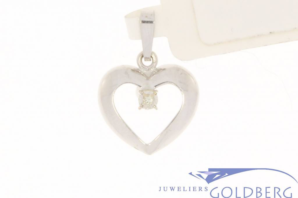 Vintage 14 carat white gold open heart-shaped pendant with diamant