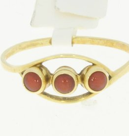 Delicate 14 carat gold ring with 3 red corals