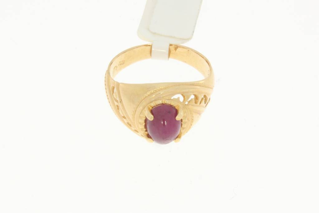 Sturdy 14 carat gold vintage ring with ruby