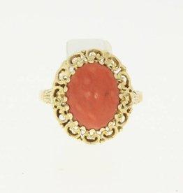 Vintage 14k gouden ring met sierlijk ornament en grote bloedkoraal