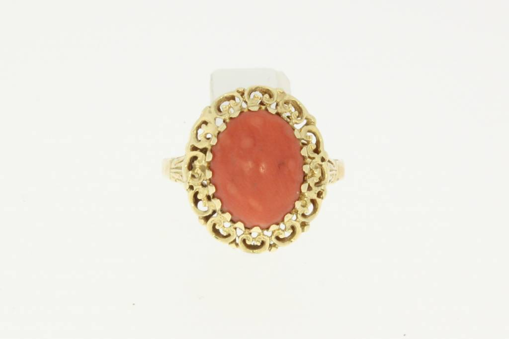 vintage 14k gold ring with a red coral in the middle - Goldberg