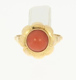 Vintage 14 carat gold ring with red coral in flower ornament