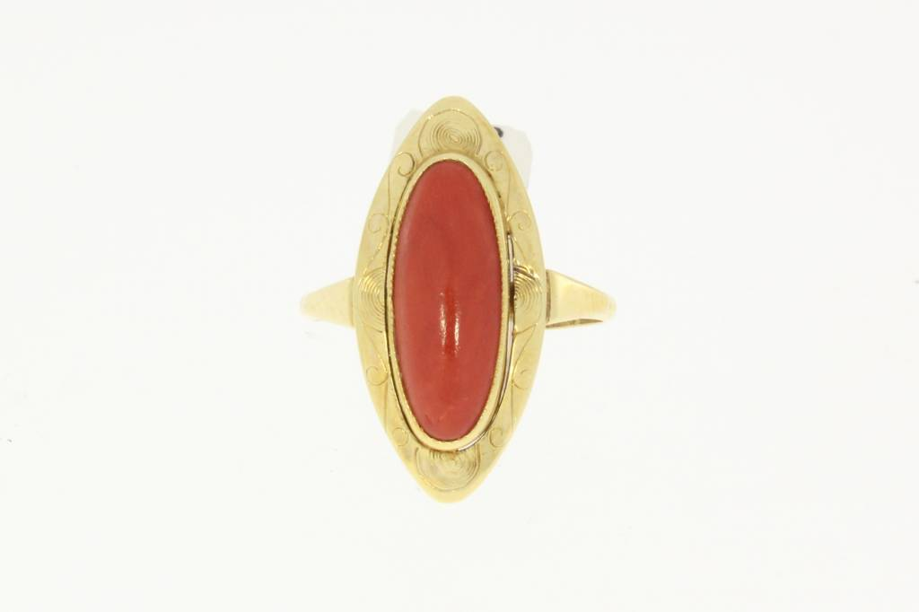 Vintage 14 carat gold ring with elongated red coral