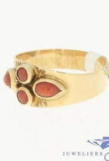 Vintage 14 carat gold ring with 4 round and cone red coral