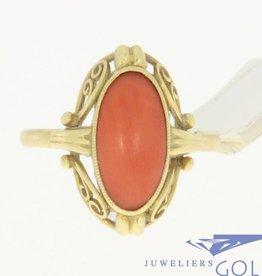 Vintage 14k gouden bewerkte ring met grote bloedkoraal