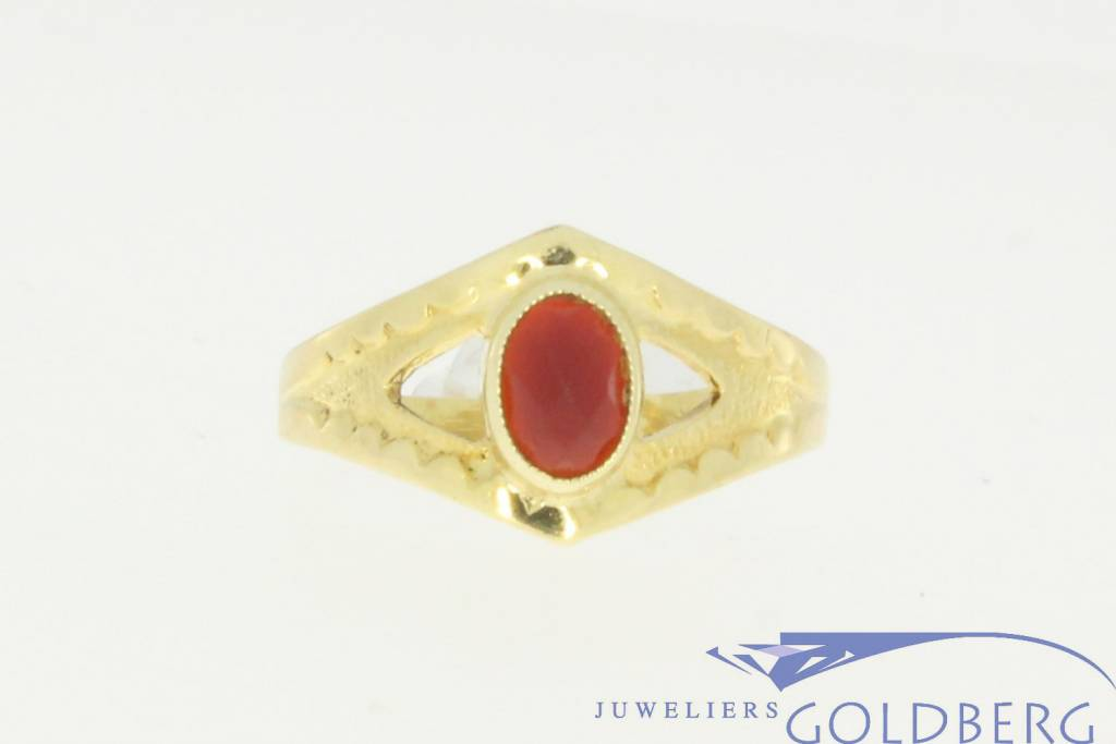 Vintage 14k yellow gold with a carnelian