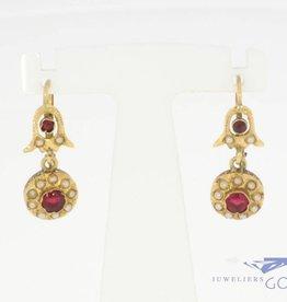 Antieke 18k gouden oorhangers met steenparel