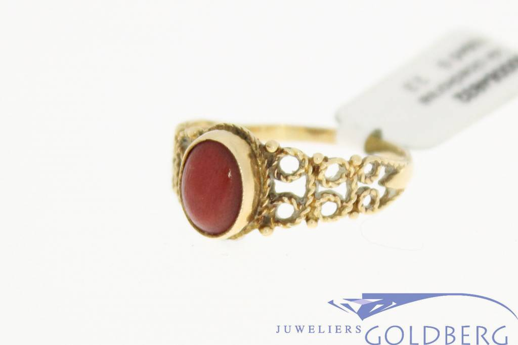 Vintage 14 carat gold ring with red coral from 1950s-1960s