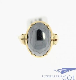 Antique 14 karat gold ring with hematite from the period 1906-1953