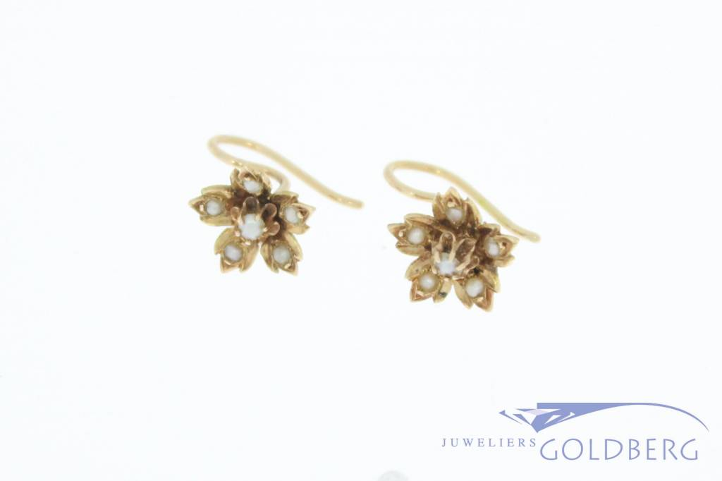 Antique 14 carat gold flower-shaped earrings with stone pearl