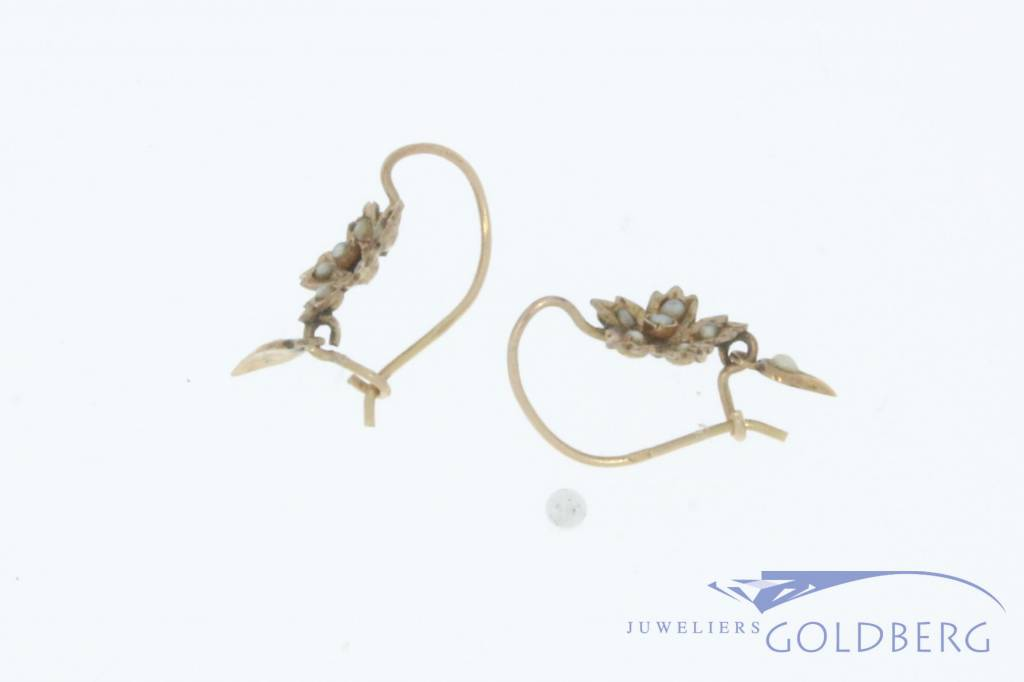 Antique 14 carat gold leaf-shaped earrings with stone pearl 1906-1953