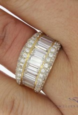 Vintage 18 carat gold ring with baguette cut zirconia's