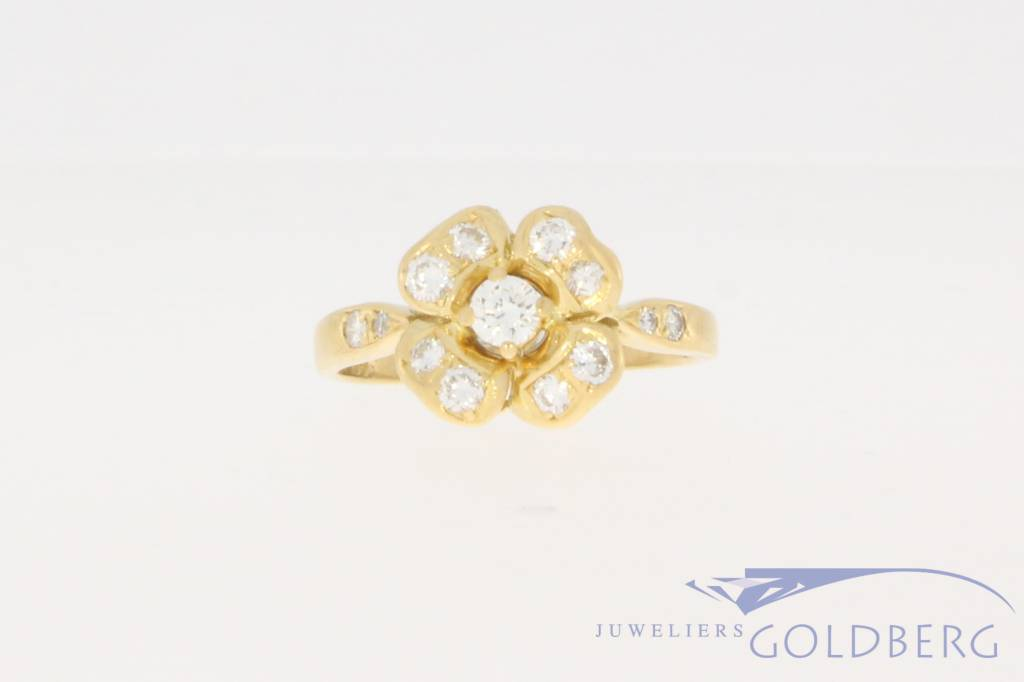 Vintage 18 carat gold flower-shaped ring with ca. 0.45ct brilliant cut diamond