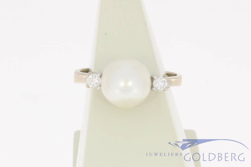 Vintage 14 carat white gold ring with pearl and brilliant cut diamond