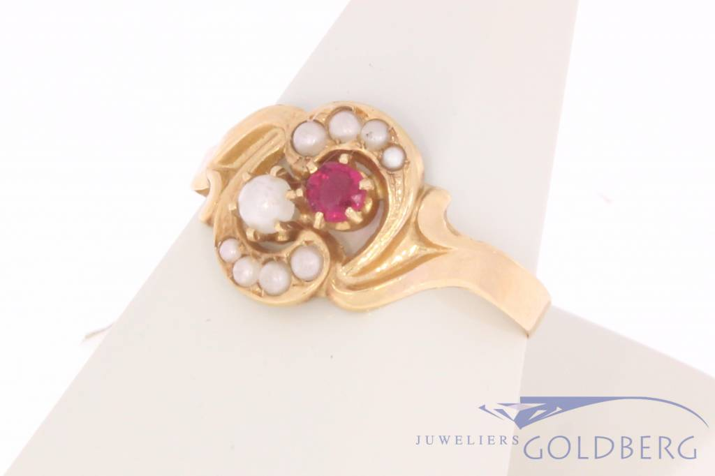 Vintage 18 carat gold ring with ruby and pearls