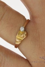 Vintage 14 carat gold design ring with 0.04ct diamond
