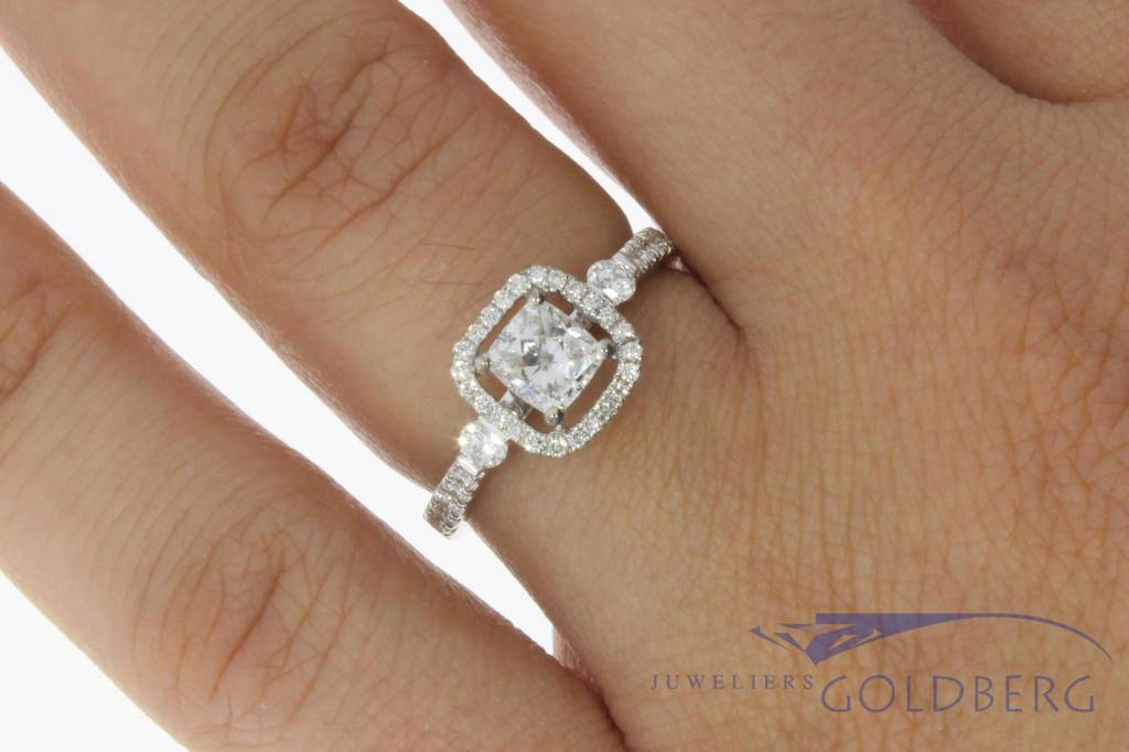 18 carat white gold ring with ca. 1.07ct diamond