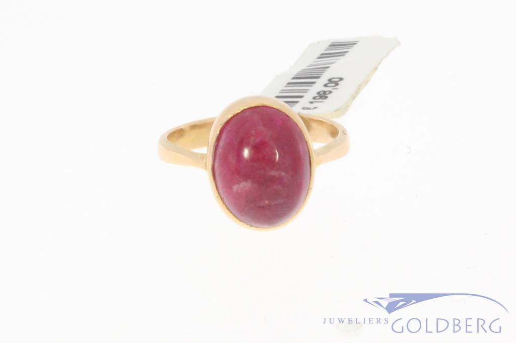 Vintage 18 carat gold ring with big ruby