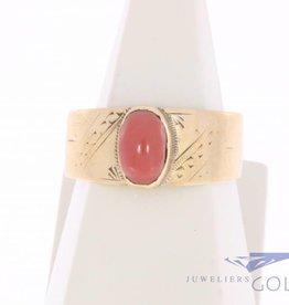 Vintage 14k gouden versierde ring met bloedkoraal
