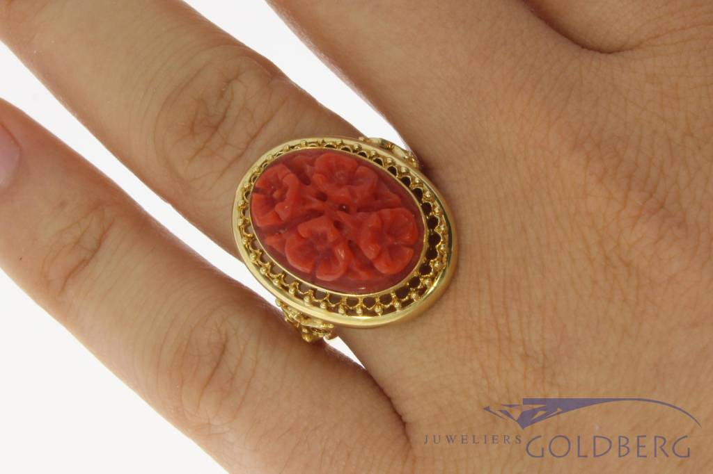 Large vintage 14 carat gold adorned ring with red coral