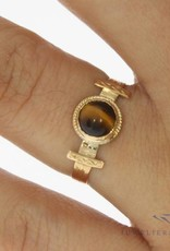 Antique 14 carat gold ring with Tiger's eye 1906-1953