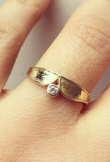 Vintage 14 carat gold edited ring with zirconia