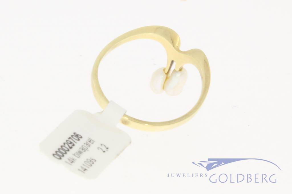 Vintage 14 carat gold ring with Biwa pearls