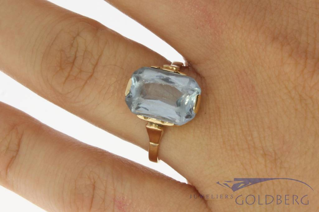 Antique 18 carat gold ring with large synthetic spinel 1906-1953