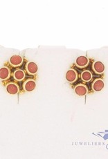 Vintage 14 carat gold earstuds with red coral