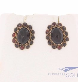 Antique 14 carat gold earstuds with garnet