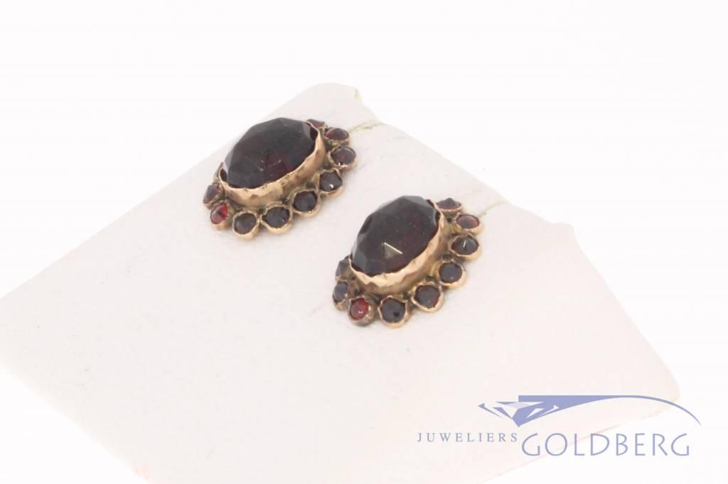 Antieke 14k gouden oorstekers met granaat