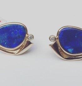 14k gouden oorstekers met opaal