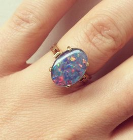 Vintage 18 carat gold ring with doublet opal
