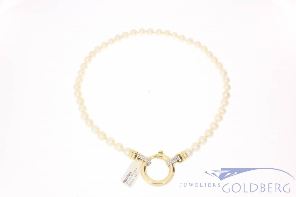 Vintage pearl necklace with gold & diamond lock
