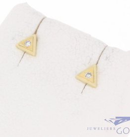 Vintage 14 carat gold triangular earstuds with ca. 0.02ct brilliant cut diamond