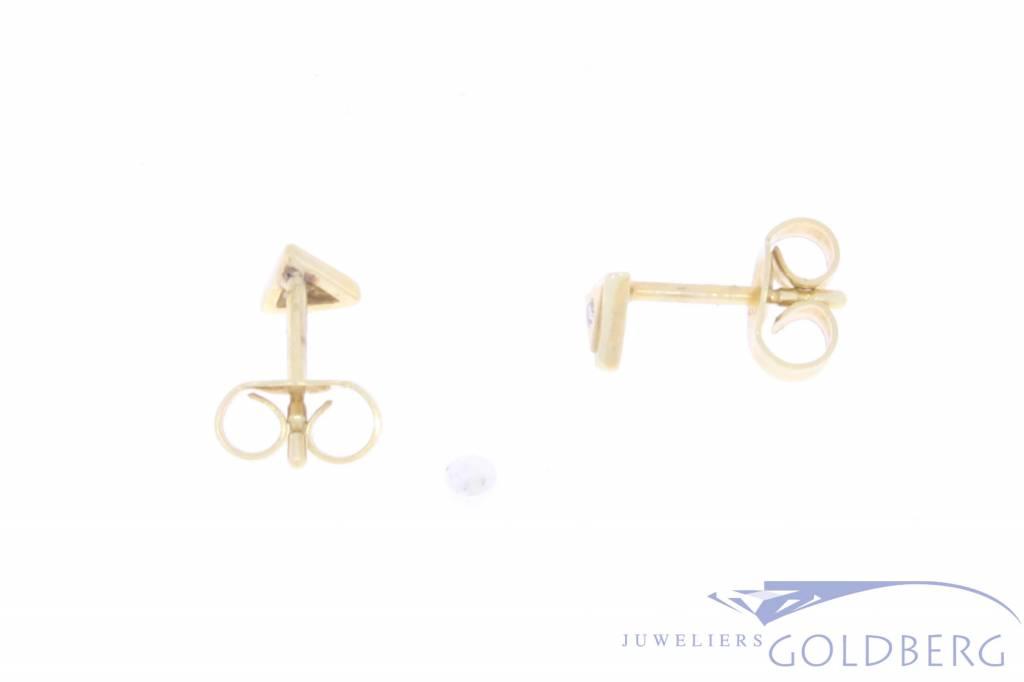 Vintage 14 carat gold triangular earstuds with ca. 0.02ct brilliant cut diamond