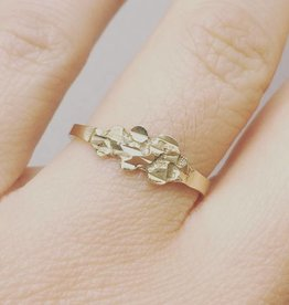 Modern vintage 14 carat gold ring with ornament
