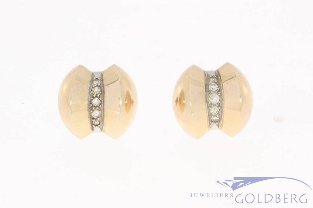 Vintage 18 carat gold earstuds with ca. 0.23ct diamond