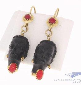 Vintage Italian 18 carat yellow gold earrings with black head ebony