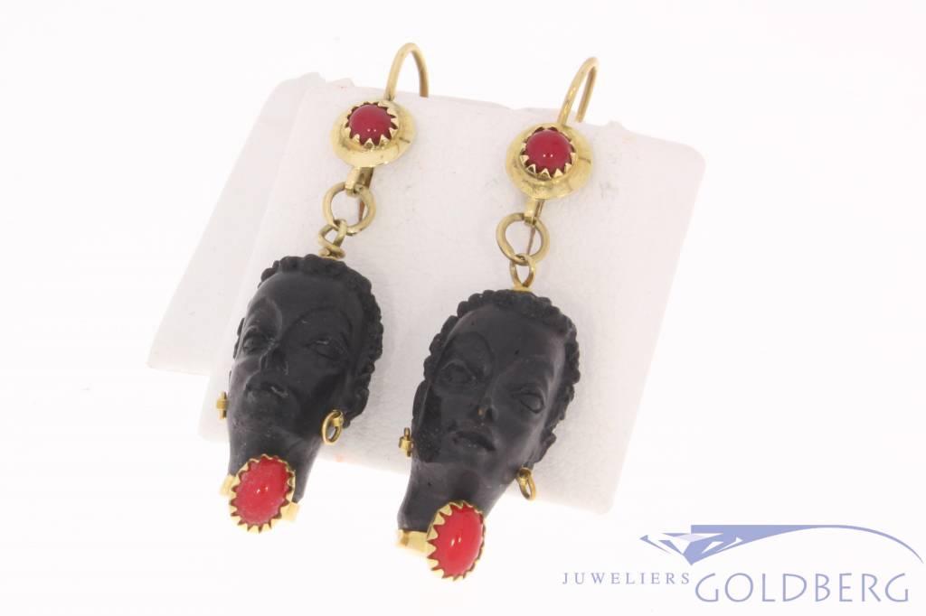 Vintage 18k geelgouden oorhangers met zwart gezicht ebbenhout