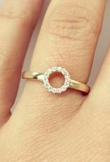 14 carat gold circle design ring with diamonds