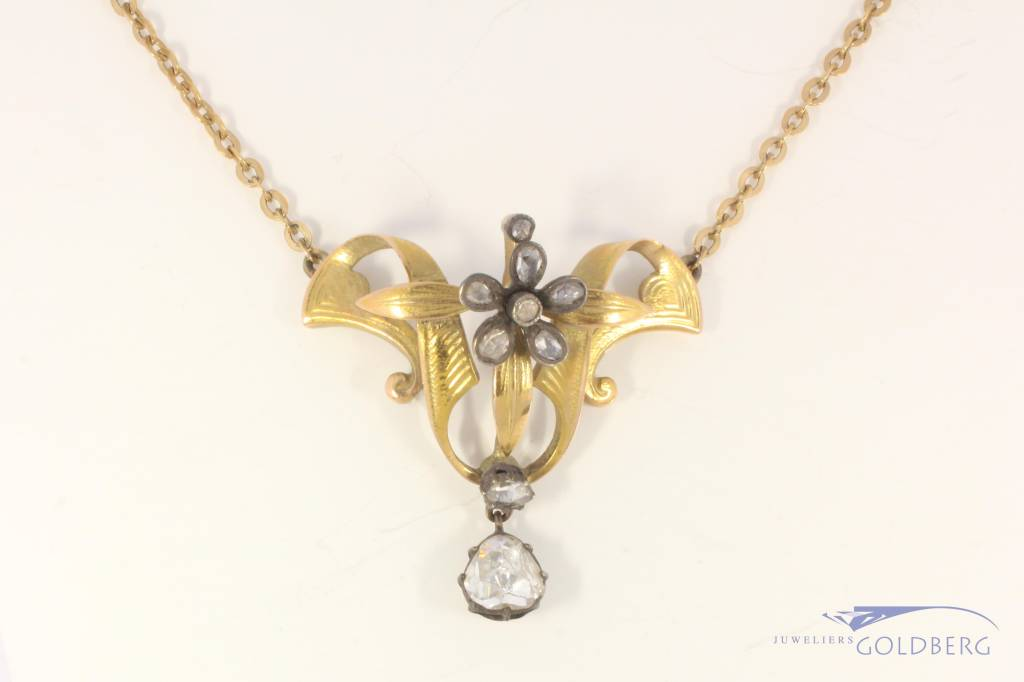 Antique 14 carat gold necklace and pendant with ca. 1ct diamond