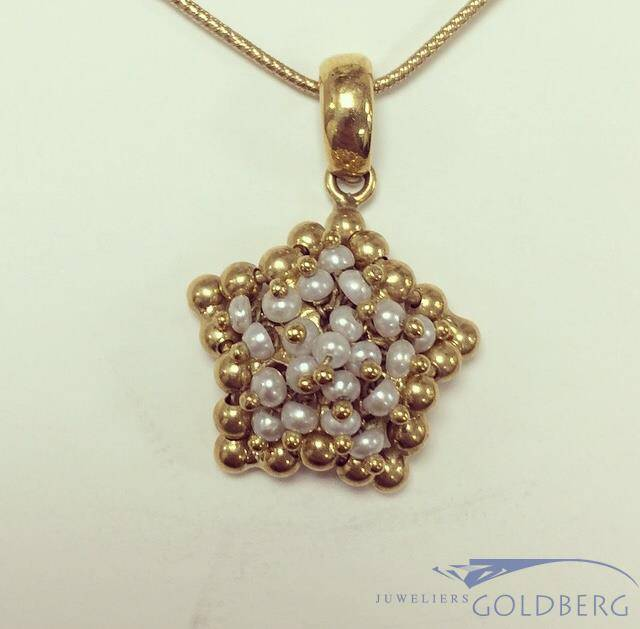 Vintage 18 carat gold star shaped pendant with pearl goldberg vintage 18 carat gold star shaped pendant with pearl mozeypictures Choice Image