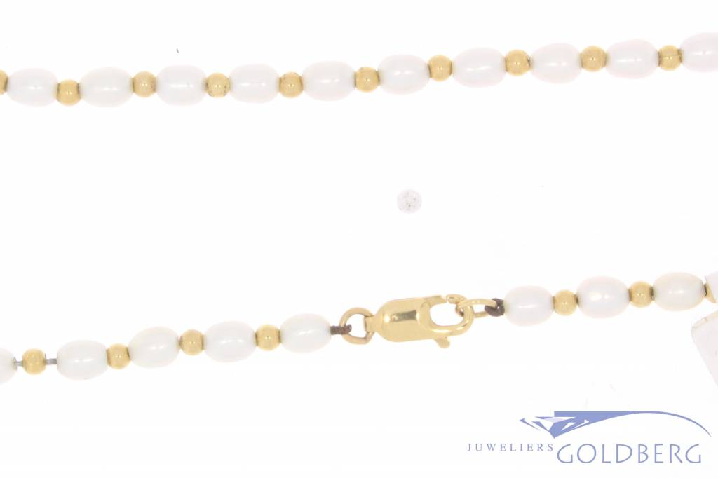 Vintage pearl necklace with 14 carat gold lock & balls