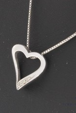 Vintage 14 carat white gold necklace and heart pendant with ca. 0.02ct diamond