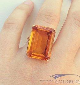Vintage 18 carat gold ring with large rectangular Chrysoberyl