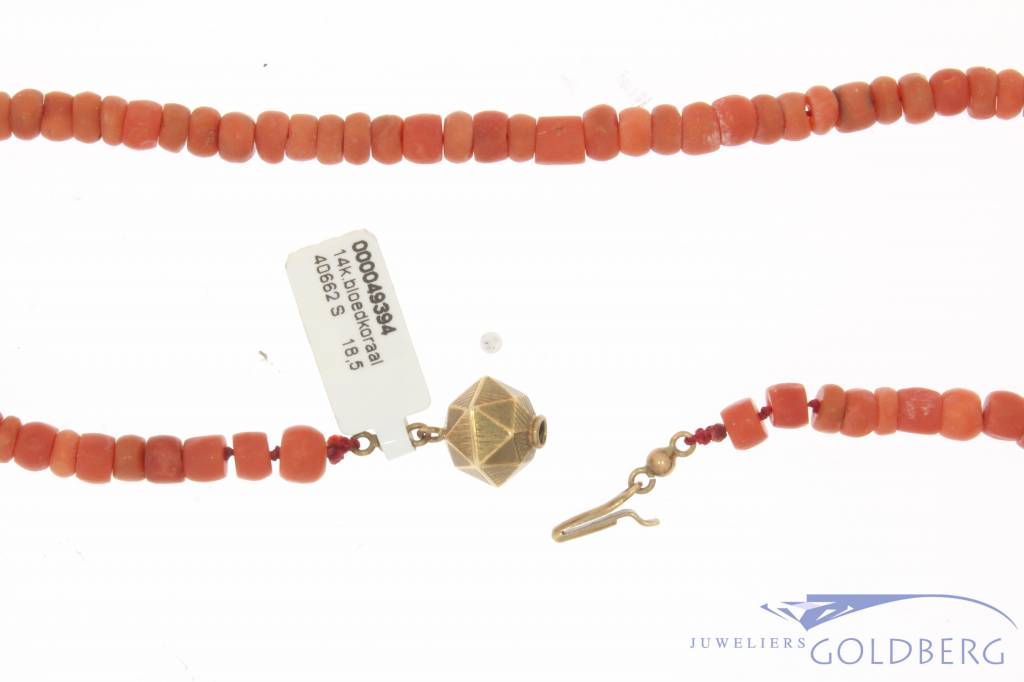 Vintage red coral necklace with 14 carat gold lock